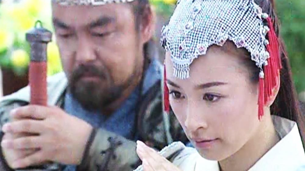 Dương Bài Phong, con gái nuôi của Dương Thái Quân là một nữ tướng tài giỏi trong gia tộc họ Dương nổi tiếng