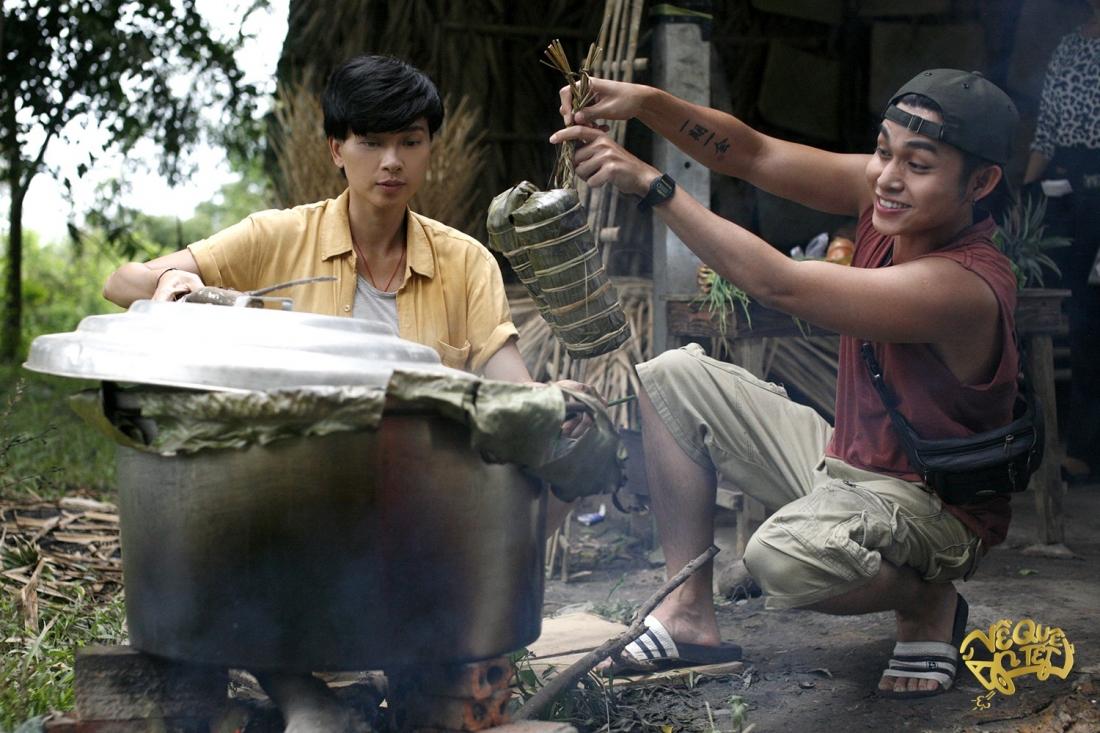 Bởi lý do giới tính, Đậu Xanh bị bố đuổi khỏi nhà, cùng cậu em trai lang bạt kiếm sống trên chiếc xe khách tồi tàn chuyên chạy tuyến Sài Gòn - miền Tây.