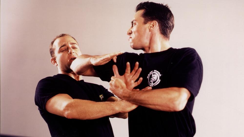 Krav Maga tập trung giúp người học phòng thủ trước các tình huống nguy hiểm, trong đó đề cao sự hiệu quả và tốc độ của nghệ thuật phản đòn.