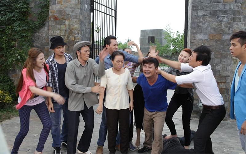 Cuộc giải cứu cô út Tiên Vân đẩy tình tiết phim lên cao trào và nhân văn.