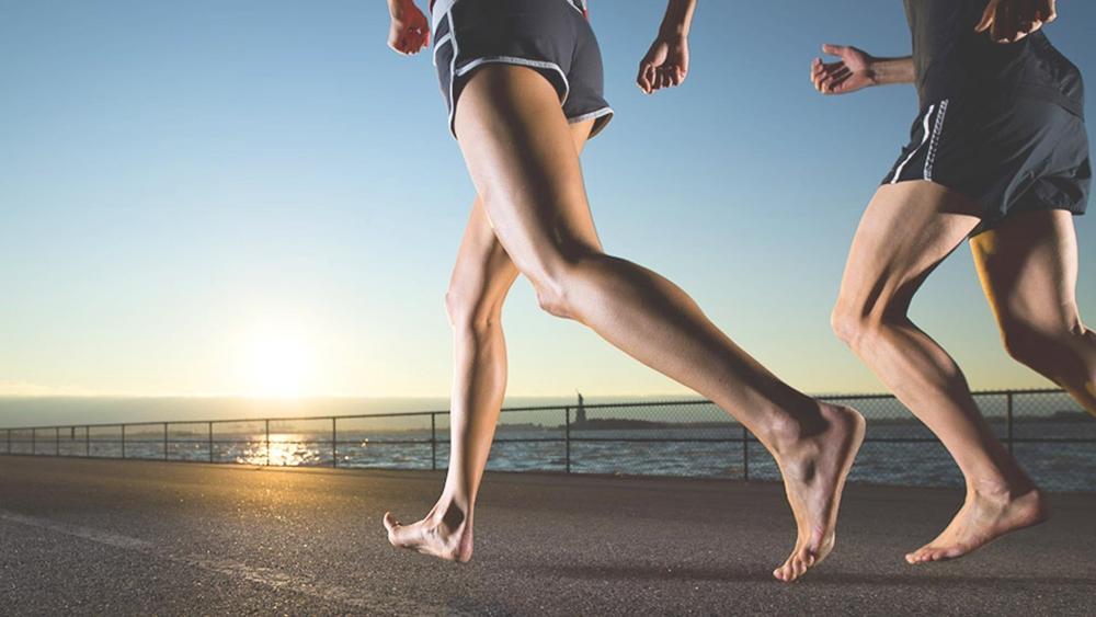 Chạy bộ là môn thể thao giúp bạn tăng cường sức khỏe rất tốt.