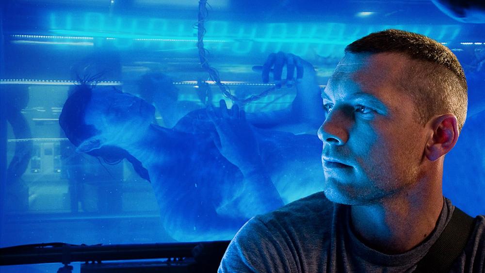 Cựu sĩ quan thủy quân lục chiến Jake Sully bị liệt nửa thân được gửi lên Pandora làm nhiệm vụ đặc biệt