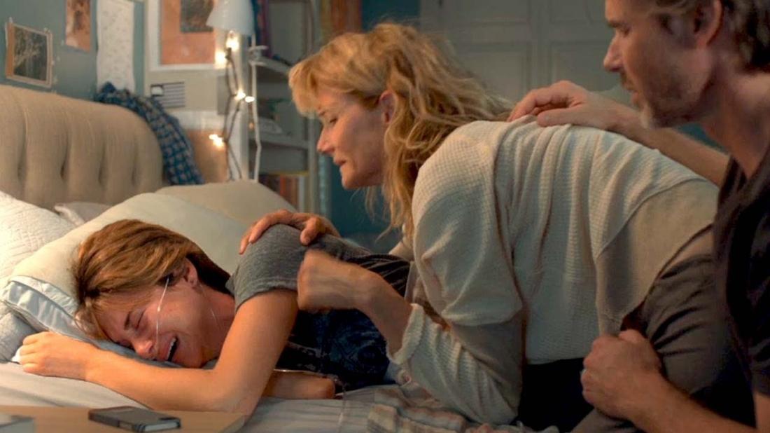 Hazel vô cùng đau buồn vì cái chết của Augustus.