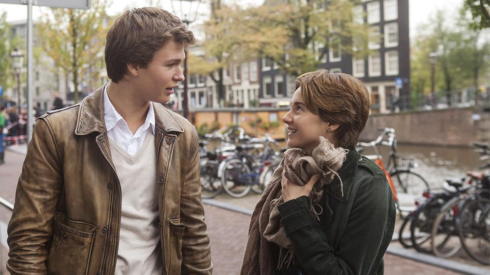Hazel và Augustus gặp nhau tại một câu lạc bộ dành cho những bệnh nhân ung thư gặp khó khăn trong việc hòa nhập cuộc sống.