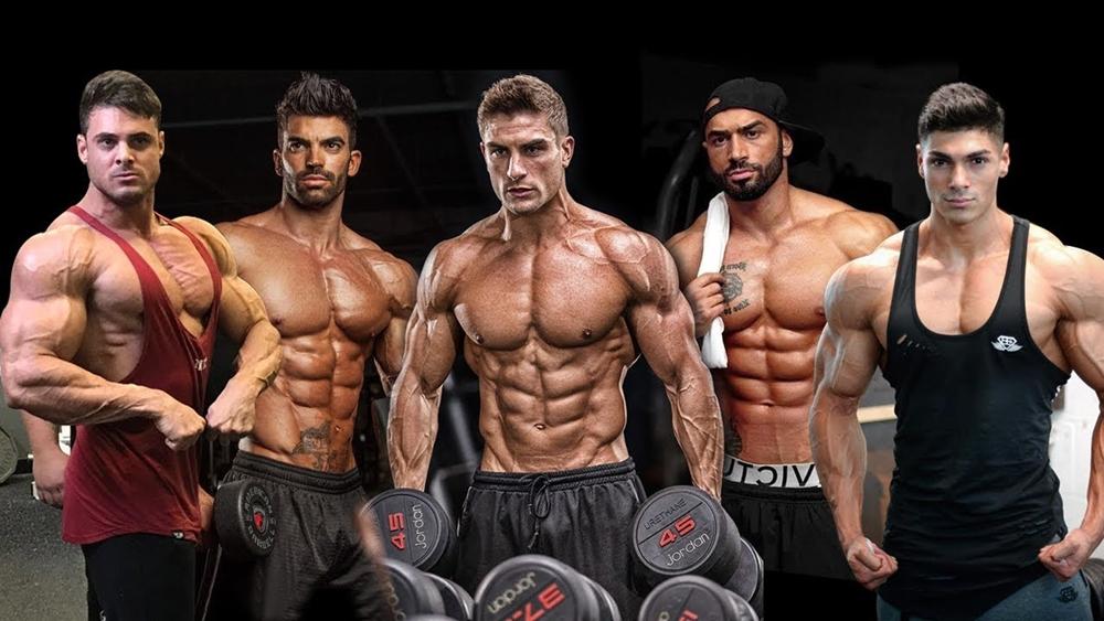 Cơ ngực được cấu tạo bởi cơ ngực trên, cơ ngực giữa, và cơ ngực dưới, chính vì thế, nếu muốn có một khuôn ngực hấp dẫn bạn cần phải tập luyện đầy đủ cả 3 nhóm cơ này.