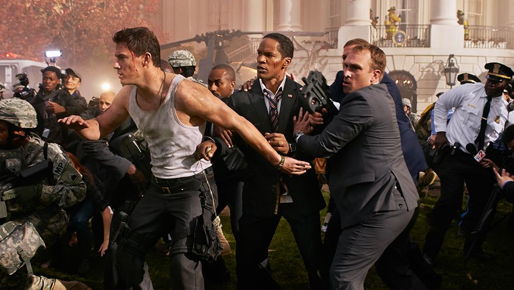 Một nhóm tay súng thiện chiến ùa vào, tiêu diệt đội an ninh và chiếm đóng tòa nhà được bảo vệ cẩn mật bậc nhất thế giới.