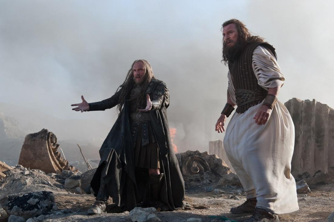 Thần Địa Ngục Hades và thần Zeus trong ''Wrath Of The Titans''.