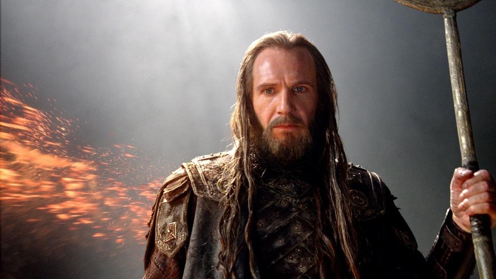 Hades yêu cầu vua Cepheus và người dân Argos phải cống nộp công chúa Andromeda cho thủy quái Kraken nếu không tất cả sẽ bị hủy diệt.
