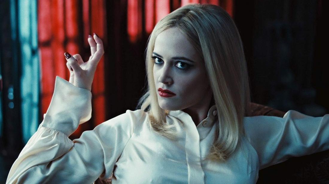 Angelique Bouchard là người hầu trong gia đình Collins và cũng là một phù thủy.
