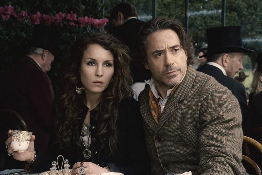 Sát cánh cùng Sherlock Holmes và bác sĩ Watson trong phần này là cô gái Digan bí ẩn có tên Simza.