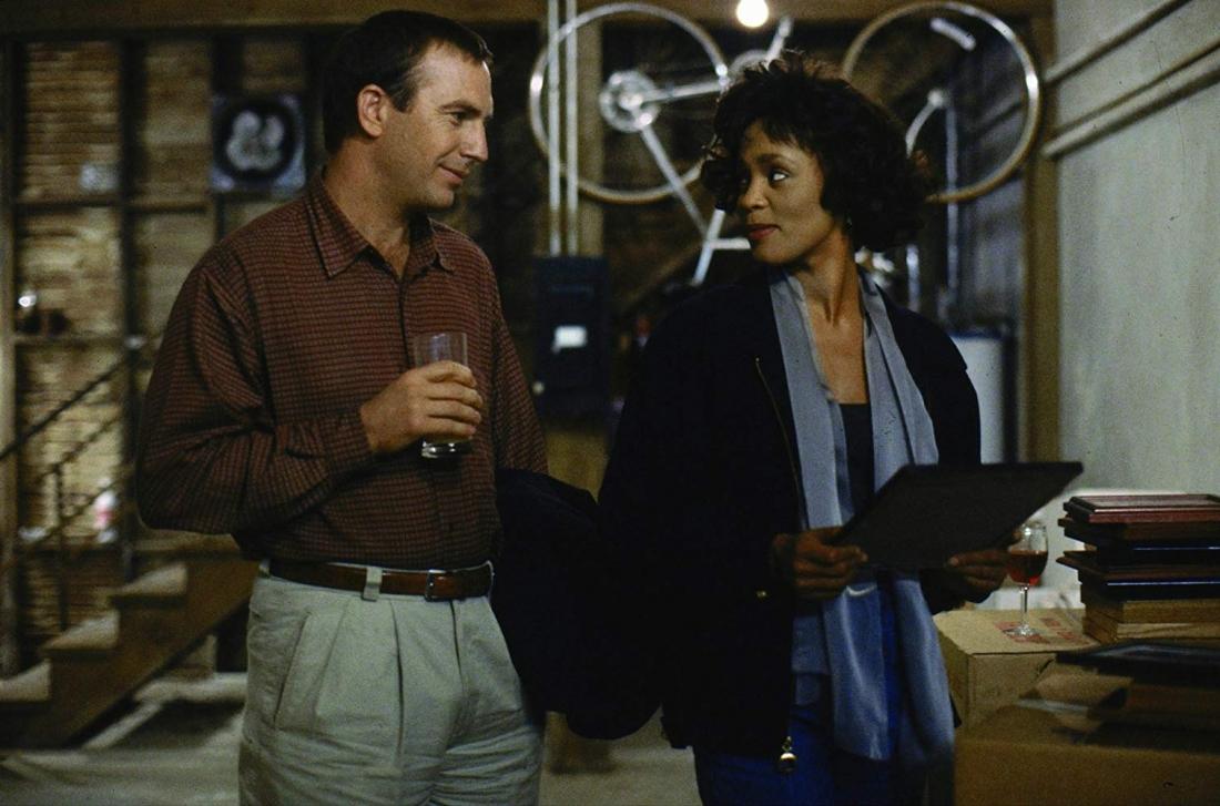 Khi xảy ra biến cố, Frank vẫn chứng tỏ phẩm chất của người vệ sĩ, đồng thời dần nảy sinh tình cảm với Rachel.