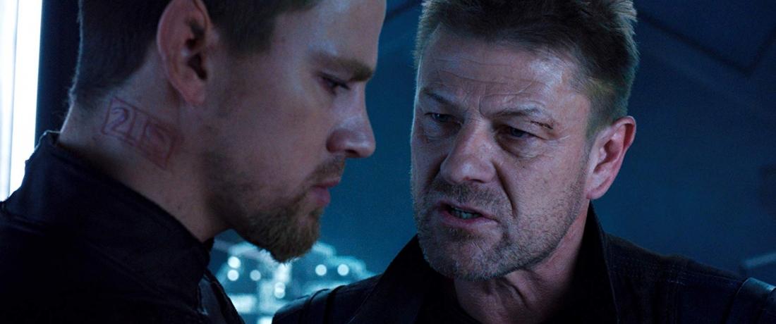 Channing Tatum trong vai Caine - chàng người lai sói quyến rũ, dũng mãnh và Sean Bean trong vai Stinger Apini.