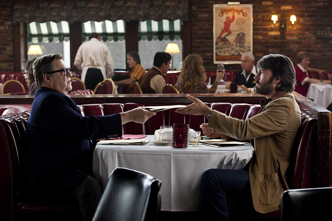 Ben Affleck vai Tony Mendez và John Goodman vai John Chambers trong phim ''Argo''.