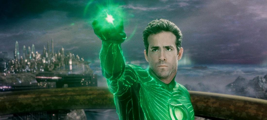 Hal Jordan, một người đàn ông bình thường, được lựa chọn trở thành một siêu anh hùng để giải cứu Trái đất.