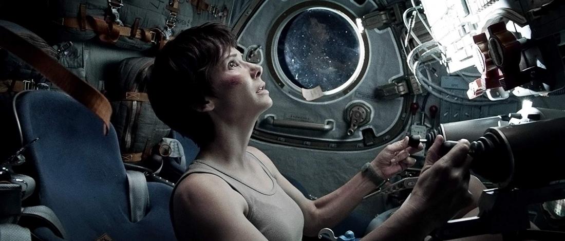 Sandra Bullock trong vai kỹ sư cơ khí Ryan Stone.