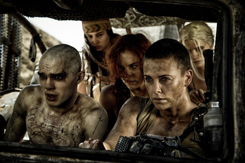 Furiosa đã bắt cóc năm người vợ xinh đẹp của bạo chúa Immortan Joe.