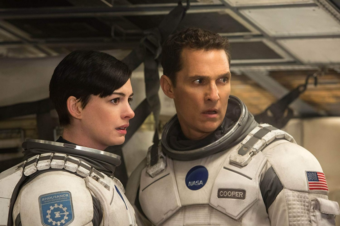 Matthew McConaughey trong vai phi hành gia Cooper và Anne Hathaway trong vai Brand.