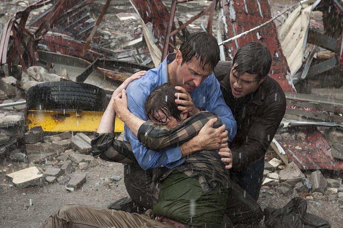 Điểm duy nhất liên kết họ với nhau là tất cả đều trở thành nạn nhân bị kẹt trong một cơn bão kinh hoàng.