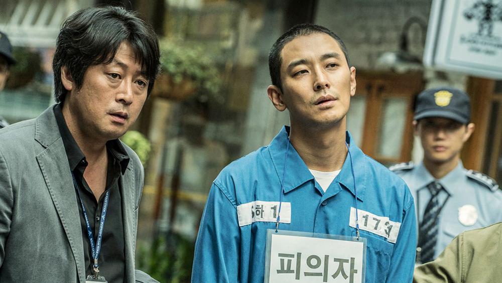 Kang Tae Oh bị cảnh sát bắt vì tội mưu sát bạn gái. Sau khi vào tù, hắn chủ động gọi cho Kim Hyung Min để tự thú thêm 6 vụ giết người khác, nhưng cả 6 vụ này đều không được khai báo hay có bất cứ biên bản điều tra nào liên quan.