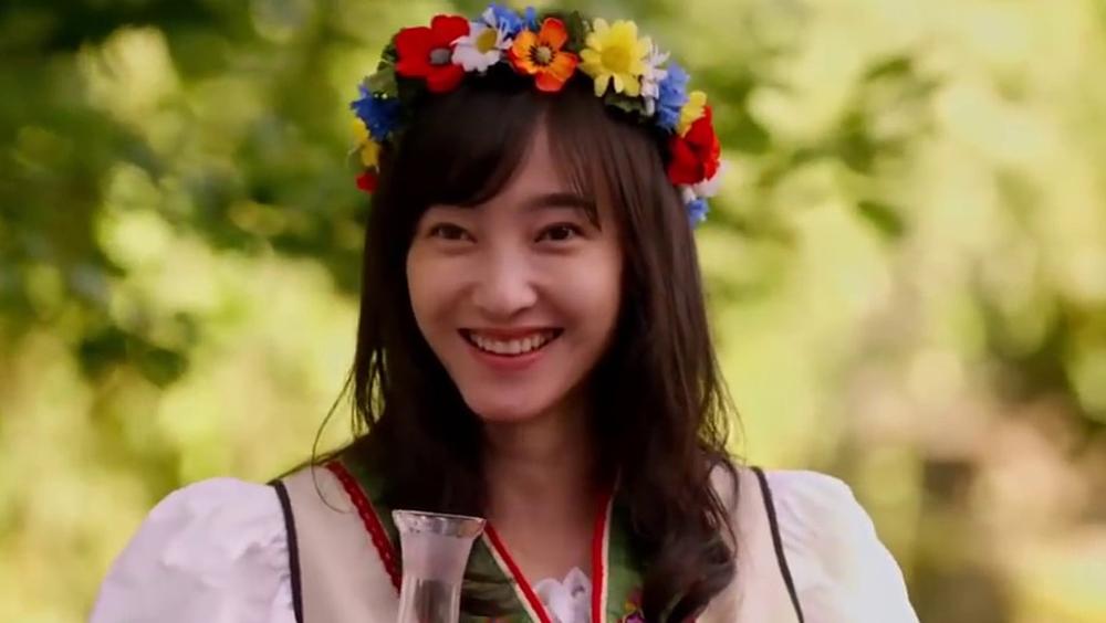 Câu chuyện kể về cô nhân viên văn phòng Kim Thiên (Vương Lệ Khôn) đang phải trải qua khoảng thời gian tuyệt vọng nhất của cuộc đời: bạn trai hủy hôn, người bà thân yêu nhất cũng qua đời, thế giới của Kim Thiên bỗng chốc sụp đổ.