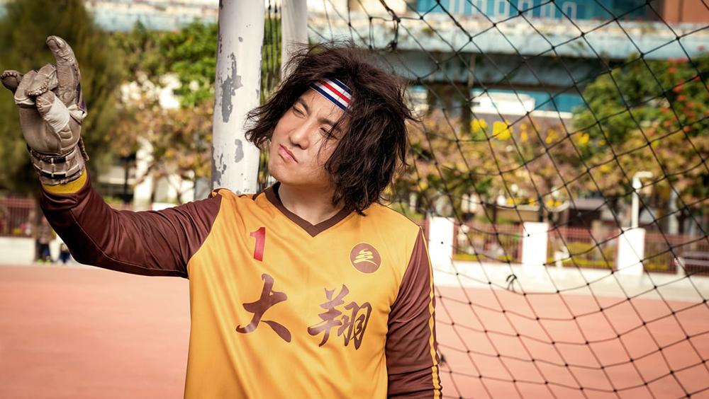 Bộ phim ''Xin Chào, Quý Ông Tỉ Phú'' xoay quanh một cầu thủ bóng đá đang gặp khó khăn (Thẩm Đằng đóng) phát hiện mình có một người chú tỷ phú ở Đài Loan.