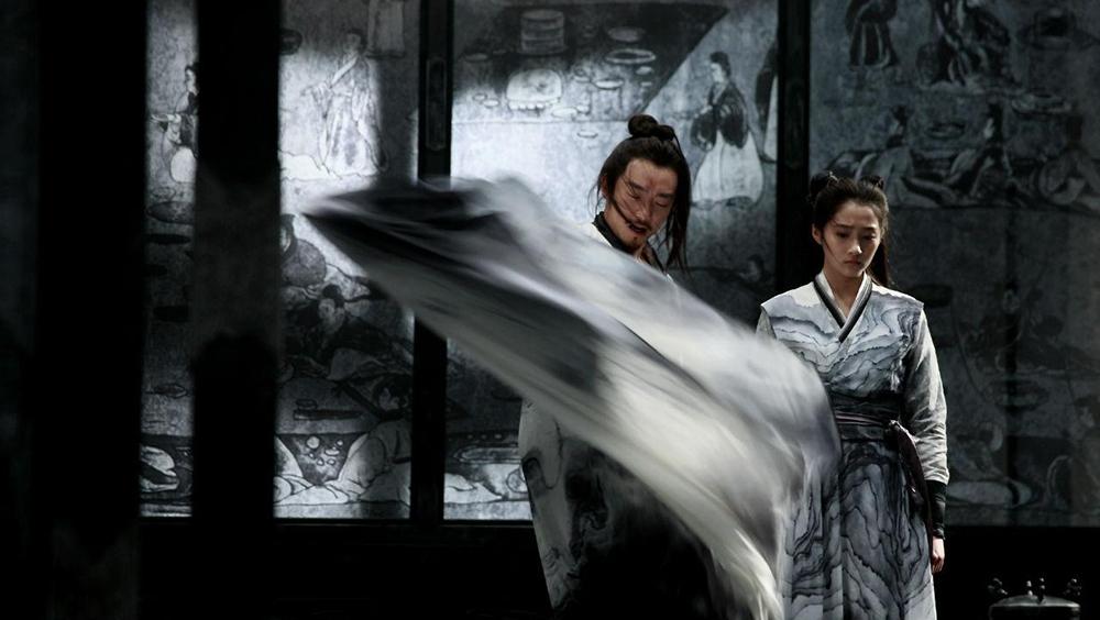 Tiểu Ngải (Tôn Lệ) vợ của Tử Ngu với sự nhạy cảm của mình, cô dần dần phát hiện ra bí mật của chồng.