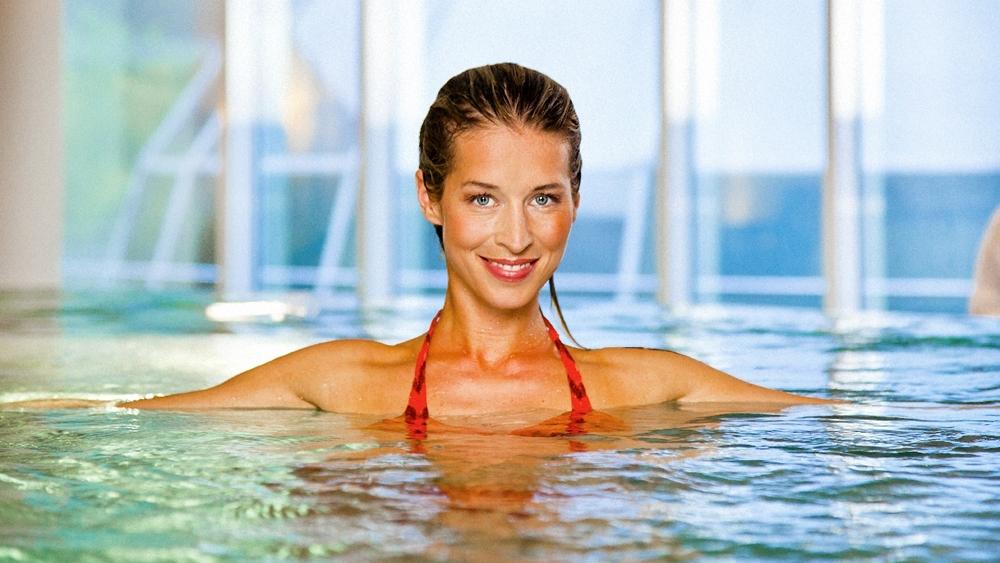 Tập thể dục dưới nước giúp cải thiện độ dẻo dai cho cơ thể, và còn giúp giải tỏa căng thẳng rất tốt.