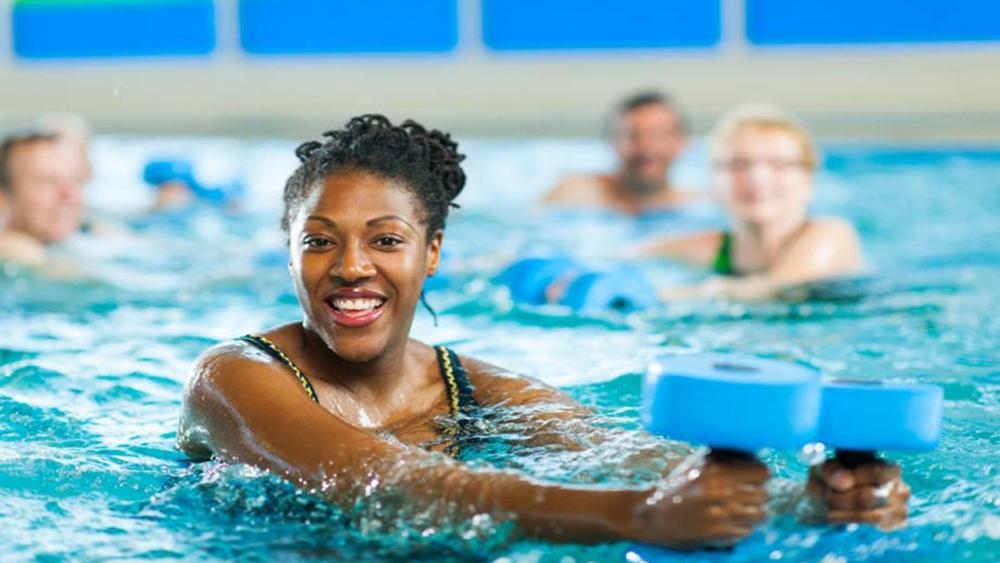 Nếu bạn đang có chấn thương hoặc đang bị đau lưng, thì các bài tập dưới nước là vô cùng lý tưởng.