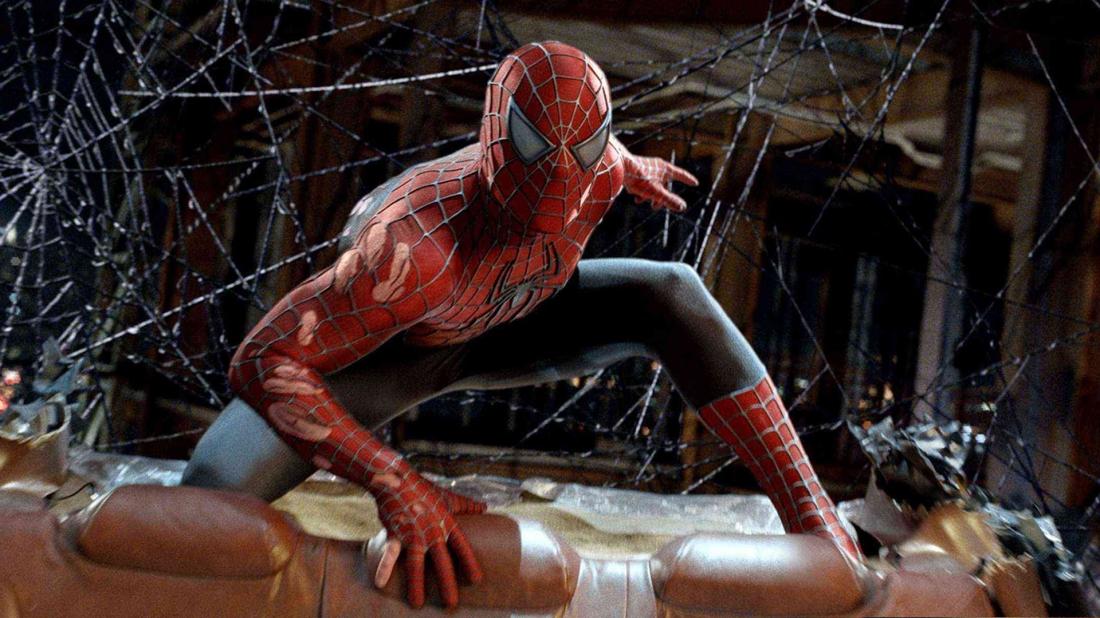 Nhưng cậu bạn cũ Harry Osborn khám phá ra bí mật về bộ giáp Green Goblin do người cha quá cố để lại.