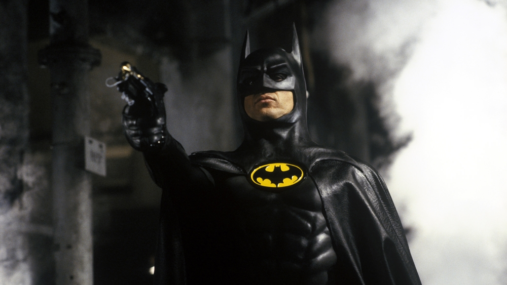 Người Dơi - Hiệp sĩ bóng tối của thành phố Gotham đụng độ kẻ thù đầu tiên của mình là Joker.