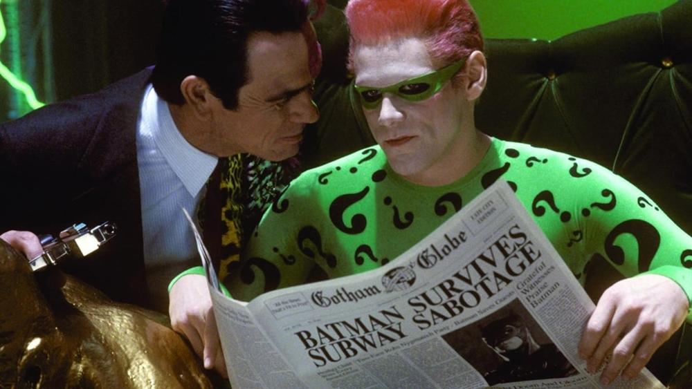 Khỏi âm mưu phá hoại của hai kẻ điên loạn là Hai Mặt và Edward Nygma với phát minh kiểm soát trí óc con người nguy hiểm.