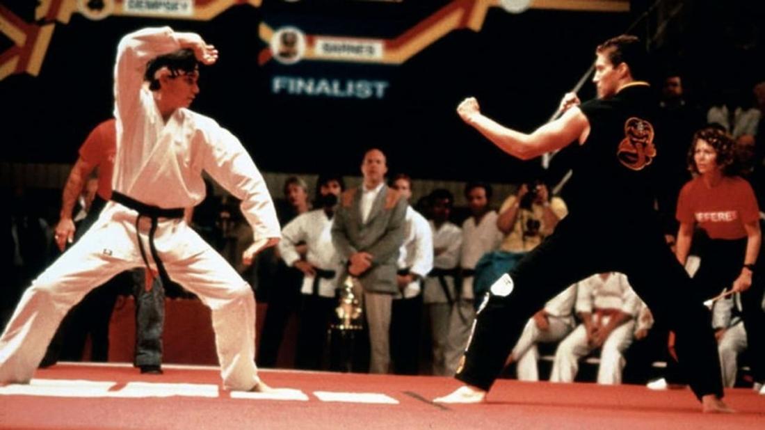 Daniel bị buộc phải tham gia vào một giải đấu karate mà ở đó, anh phải đối mặt với một võ sĩ chưa từng biết tới thất bại Mike Barnes.