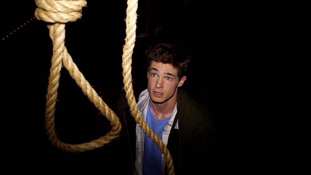 Charlie đã bị giết trong một tai nạn thảm khốc xảy ra ở một vở kịch