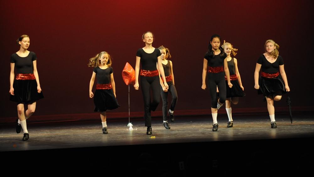 """Step dance còn được gọi là """"điệu nhảy đế giày""""."""