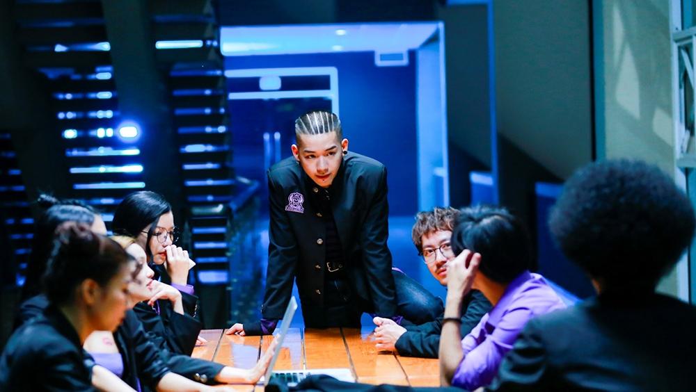 Phim ''Trường Học Bá Vương'' xoay quanh Diệp – một sát thủ siêu cấp bị truy sát và bất ngờ phải ngụy trang dưới hình dạng của một cậu học sinh trong một lớp học vô cùng bá đạo.
