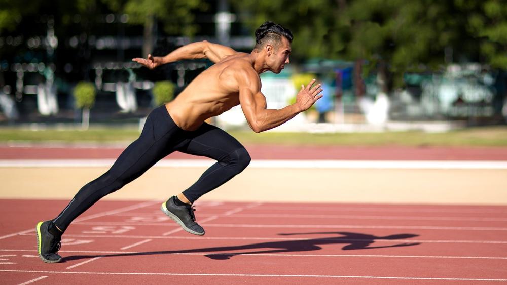 Chạy trên đường đua để tập trung vào tốc độ luyện tập.