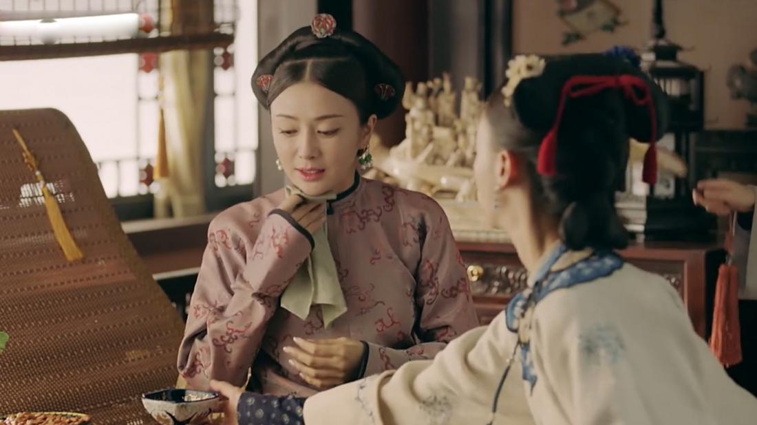 Vào năm Càn Long thứ 6, Thiếu nữ Ngụy Anh Lạc (Ngô Cẩn Ngôn) để tìm ra nguyên nhân cái chết của trưởng tỷ đã nhập cung trở thành cung nữ.