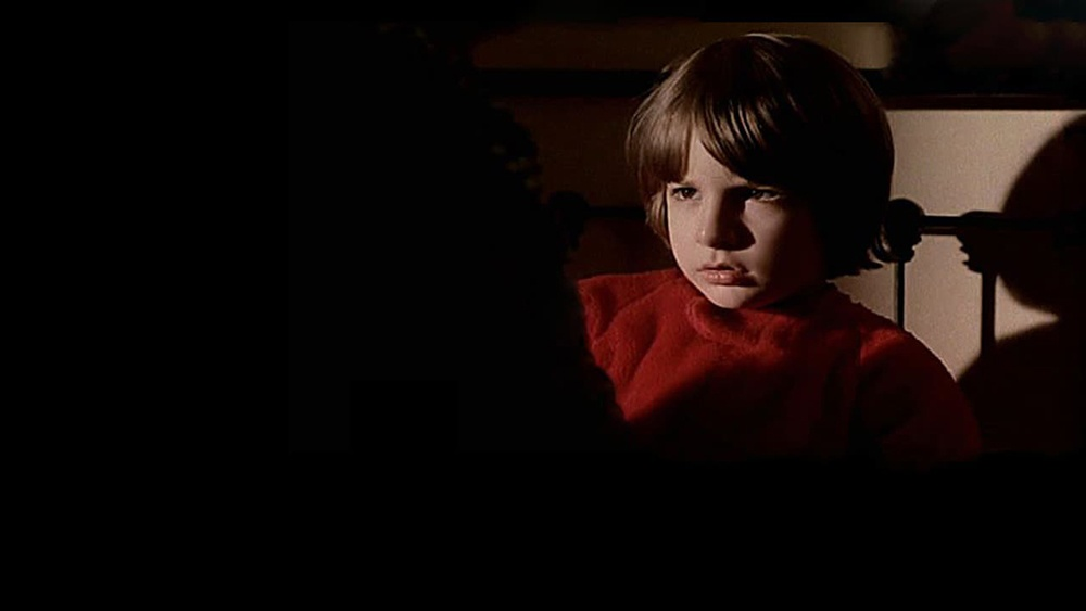 Cậu bé Danny có khả năng thần giao cách cảm và nhìn thấy trước tương lai