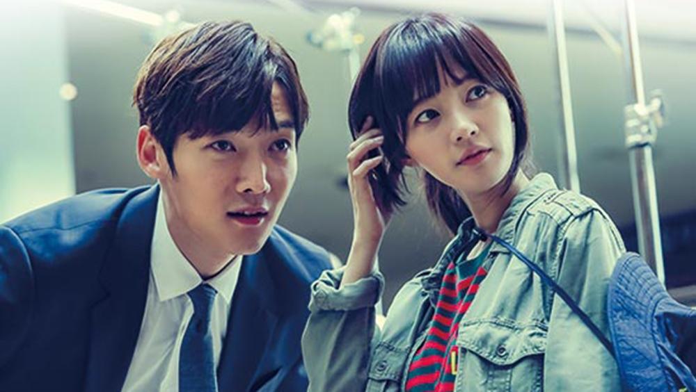 Cuộc đời của anh lần nữa đổi thay khi anh gặp được nữ diễn viên xinh đẹp, nổi tiếng Joo Gi Bbeum.