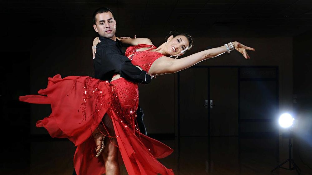 Đôi khi nó cũng được sử dụng cho các điệu nhảy Latin như Chachacha, Samba, Rumba, Paso Doble và Jive.
