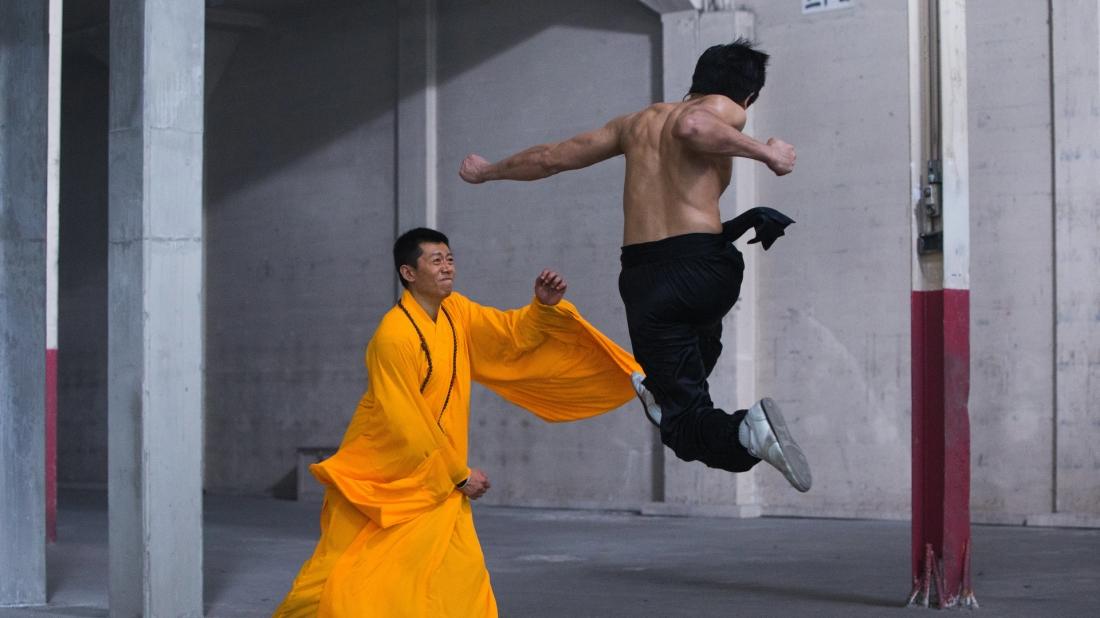 Niềm khao khát được truyền bá võ thuật phương Đông ra khắp thế giới của họ Lý lại vô tình trở thành cái gai trong mắt của những người Trung Quốc.