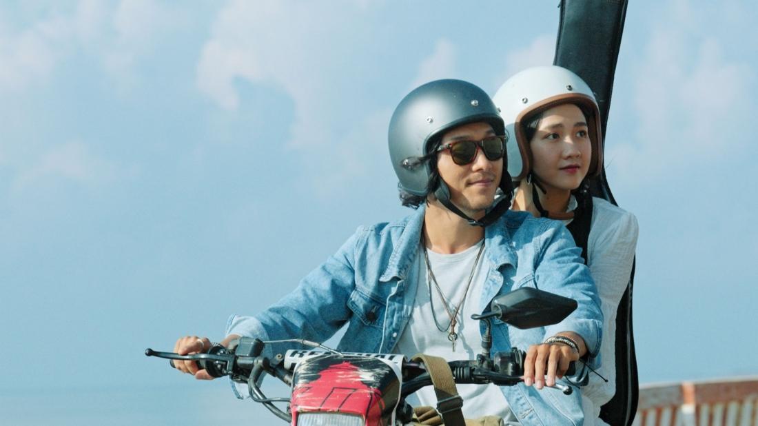 Phim kể về mối tình giữa anh chàng họa sĩ Hải Sơn (Xuân Phúc) và cô sinh viên khoa sáng tác Tuệ Nhi (Kiều Trinh).