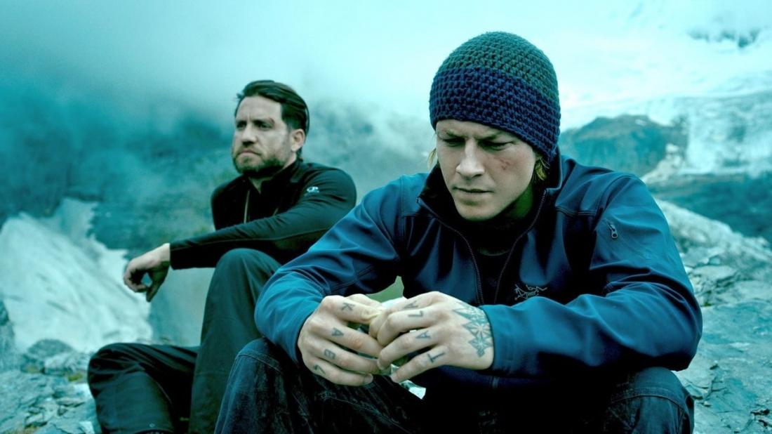 Phim xoay quanh một vận động viên thể thao mạo hiểm đang rất nổi tiếng - Johnny Utah (Luke Bracey đóng).
