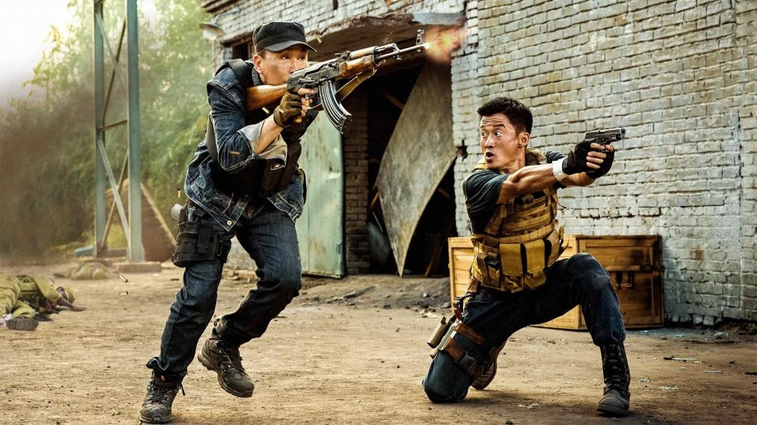 Tên côn đồ máu chiến Lãnh Phong luôn luôn gặp phải tai vạ, có người nói hắn là lưu manh, là mà cà bông, có người lại nói hắn là anh hùng, là truyền thuyết.