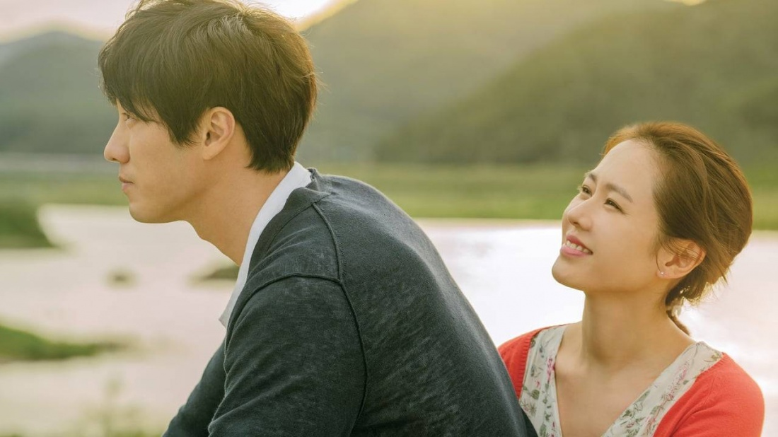 Phim bắt đầu với một lời hứa từ Soo A rằng vào cơn mưa đầu mùa cô ấy sẽ quay về với với người chồng Woo Jin và con trai Ji Ho.