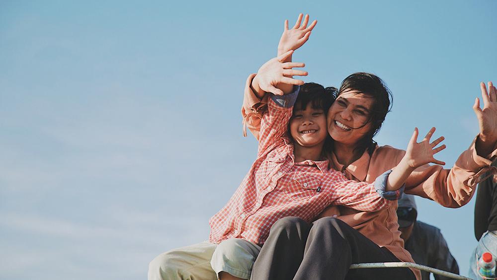 Phim là hành trình người mẹ đơn thân giúp con trở thành một đứa trẻ bình thường của mẹ Tuệ - một người mẹ đơn thân và chân quê với cậu con trai mắc bệnh tự kỷ bẩm sinh.