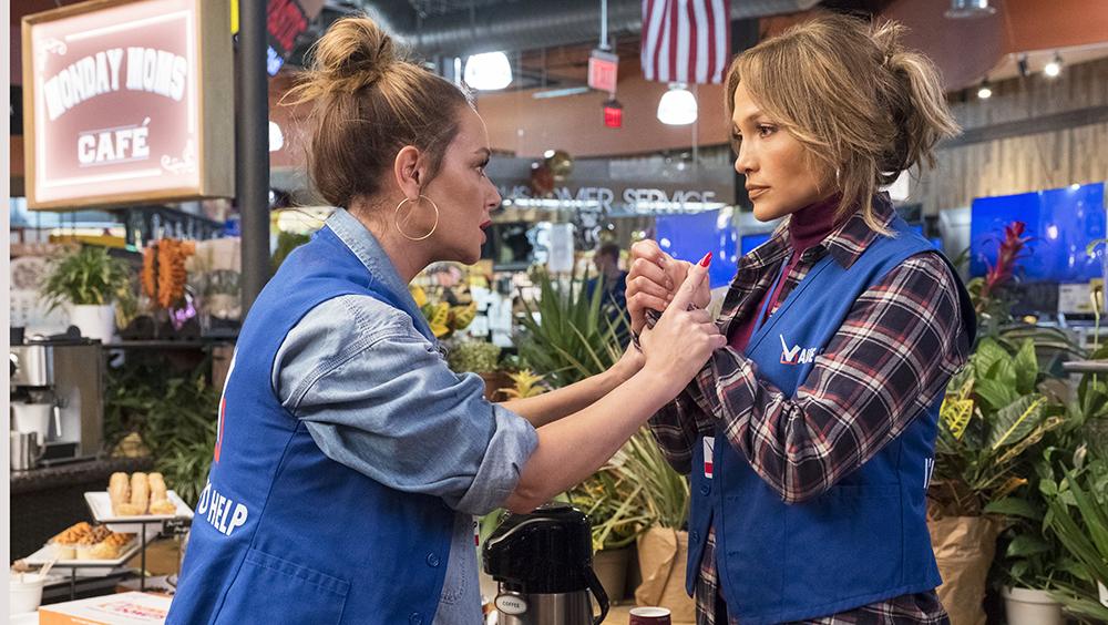 Câu chuyện xoay quanh nhân vật Maya Vargas (Jennifer Lopez) là quản lý nhỏ ở một siêu thị lớn. Vì không có bằng cấp, nên cô vẫn thua kém các đồng nghiệp trẻ hơn cô cả chục tuổi.