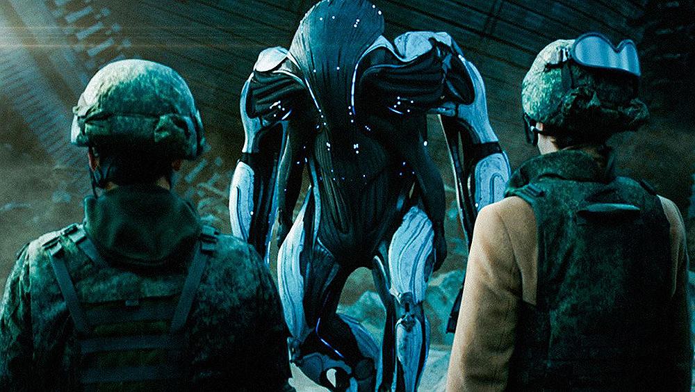 Bộ phim bắt đầu khi một con tàu dị dạng bất ngờ ập vào thủ đô Moscow, mang theo hàng loạt chiến binh người máy ngoài hành tinh.