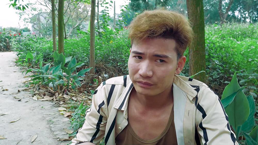 ''Chạy Trốn Giang Hồ'' là bộ phim xoay quanh Đạt - một chàng trai nghèo đang khó khăn vật lộn trong cuộc sống.