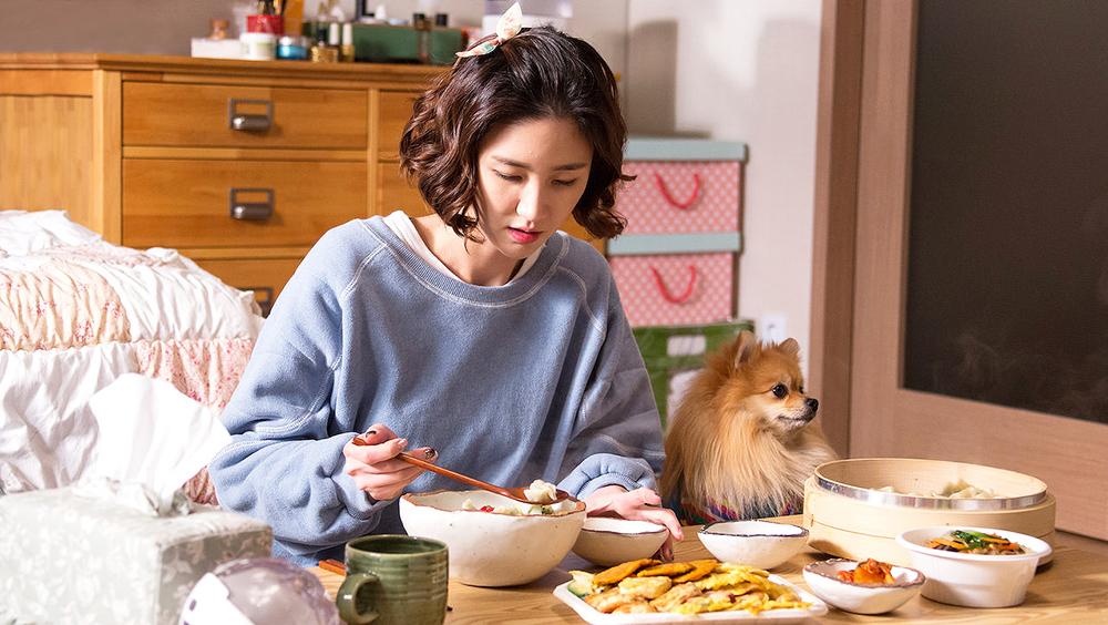Lee Soo Kyung biết quý trọng vẻ đẹp của mình nhưng cô luôn gục ngã trước sức hút của đồ ăn.